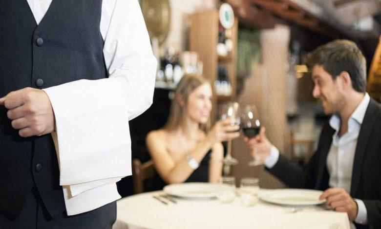 اهمیت پیشخدمت رستوران